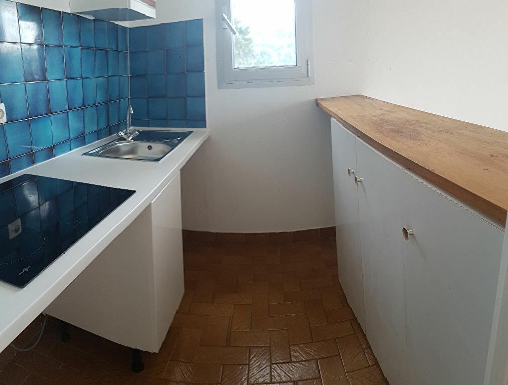 Appartement à louer 2 35.86m2 à La Ciotat vignette-2
