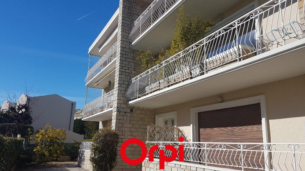 Appartement à louer 3 71.01m2 à Bandol vignette-1