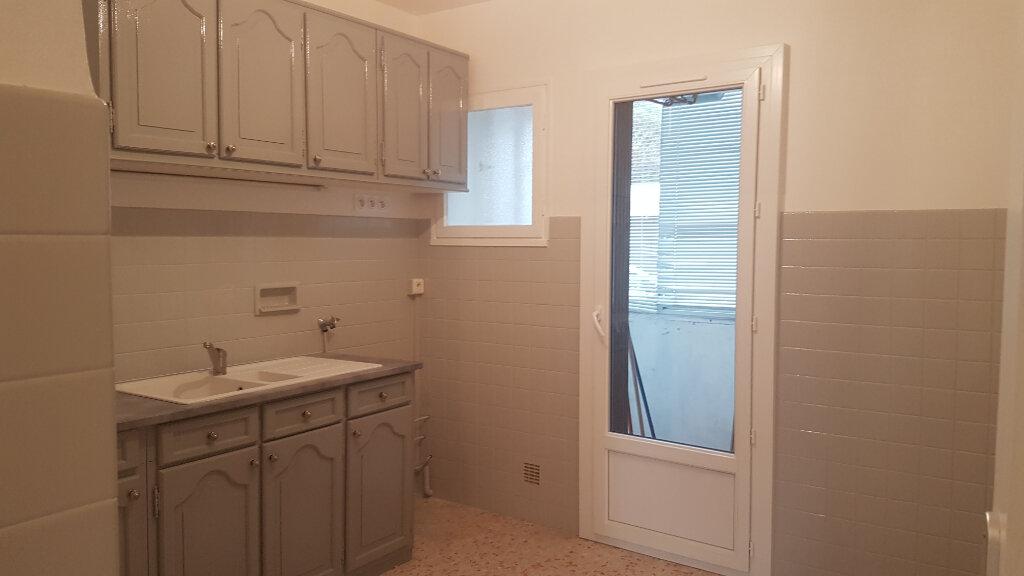Appartement à louer 3 71.01m2 à Bandol vignette-3