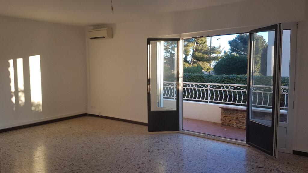 Appartement à louer 3 71.01m2 à Bandol vignette-4