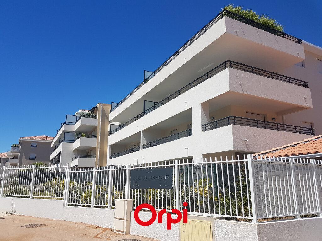 Appartement à louer 3 62.15m2 à Saint-Cyr-sur-Mer vignette-1