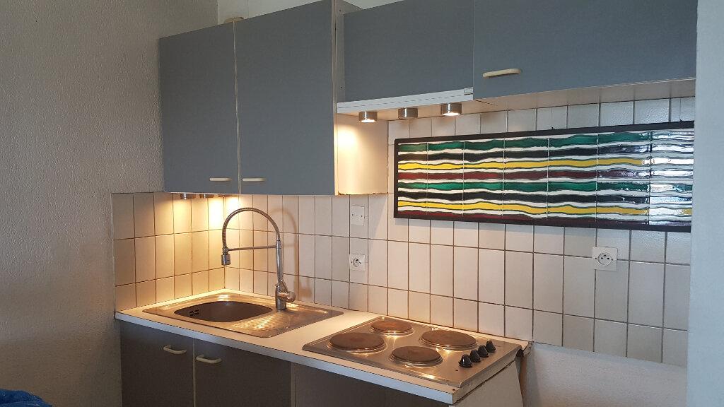 Appartement à louer 3 43m2 à Bandol vignette-2