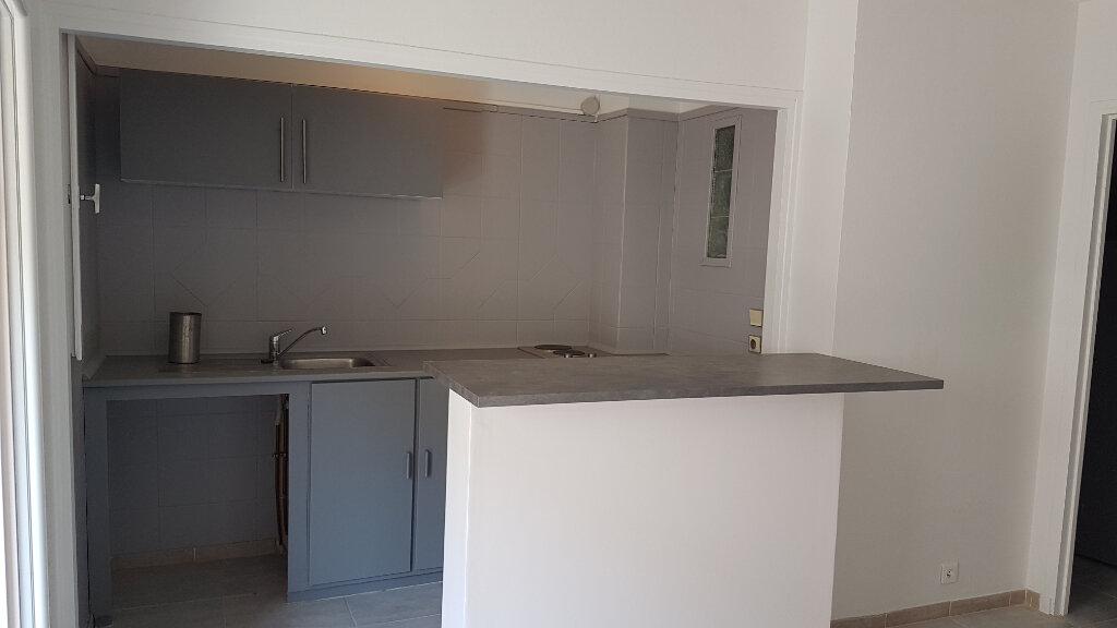 Appartement à louer 2 27m2 à Bandol vignette-2