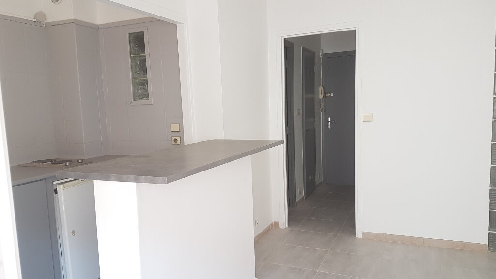 Appartement à louer 2 27m2 à Bandol vignette-6