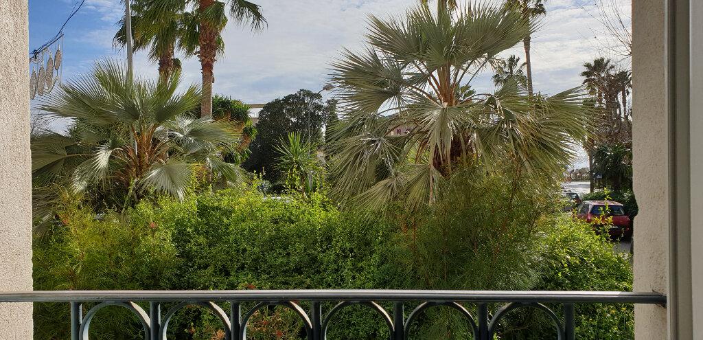 Appartement à vendre 3 72.2m2 à Sanary-sur-Mer vignette-5