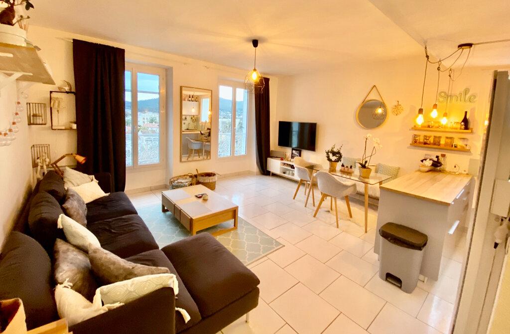 Appartement à vendre 2 48m2 à Saint-Cyr-sur-Mer vignette-2