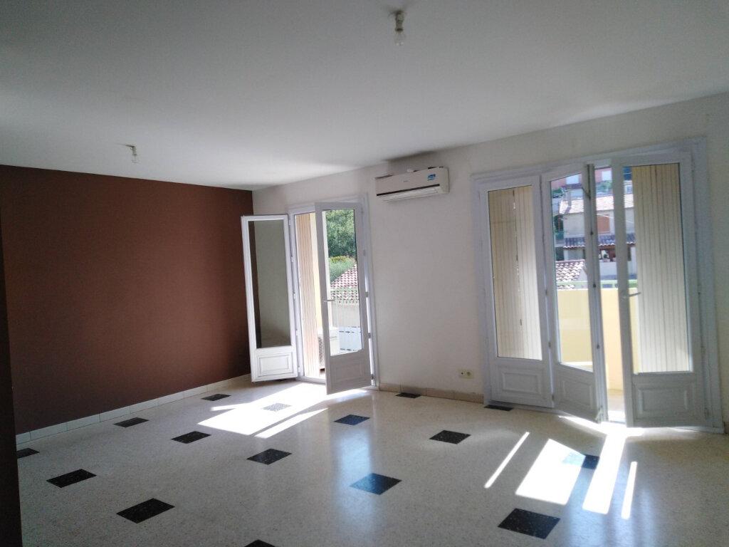 Appartement à louer 3 70m2 à Ollioules vignette-1