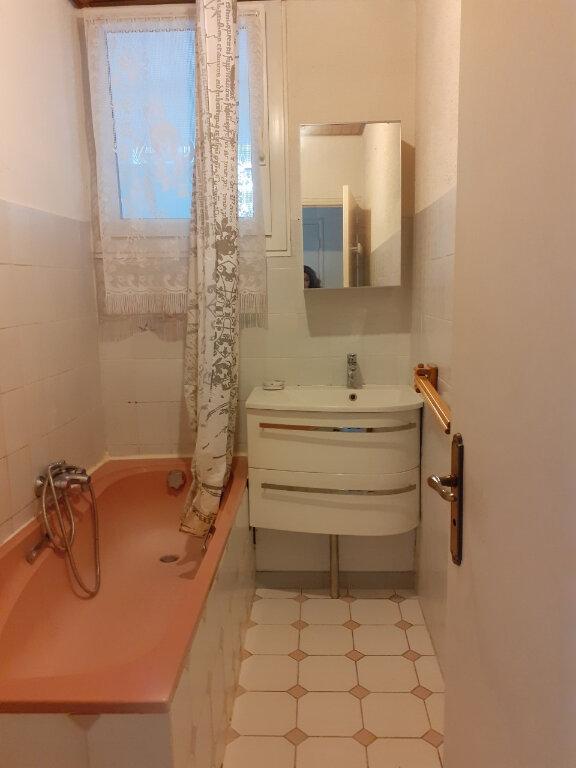 Appartement à louer 3 65m2 à Toulon vignette-6