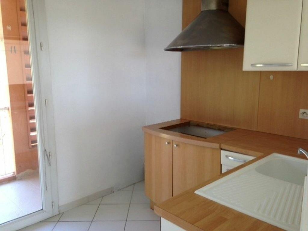 Appartement à louer 4 72m2 à Six-Fours-les-Plages vignette-4