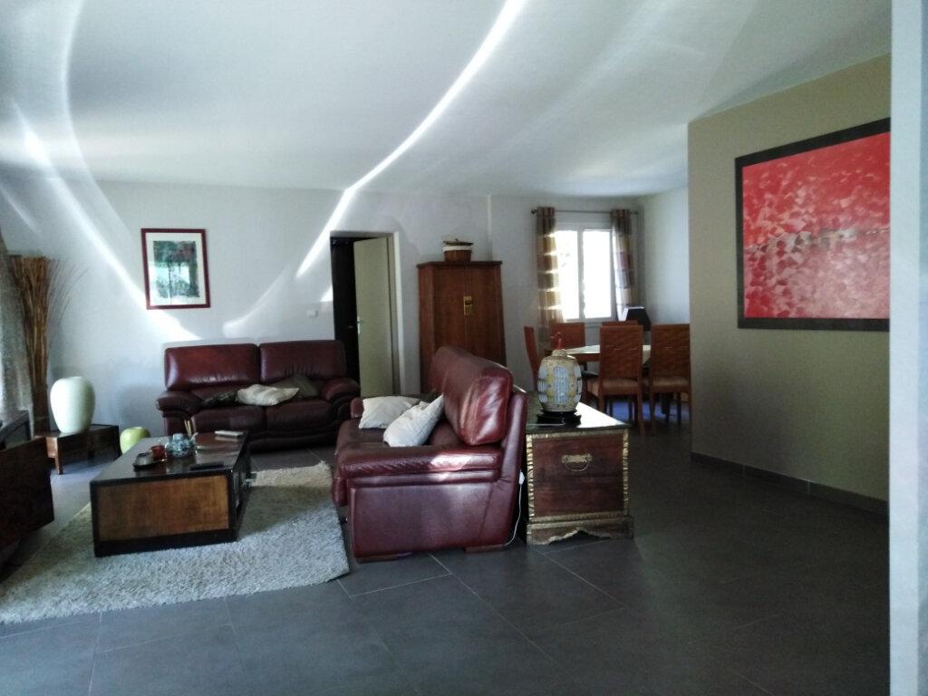 Maison à louer 5 160m2 à Six-Fours-les-Plages vignette-6