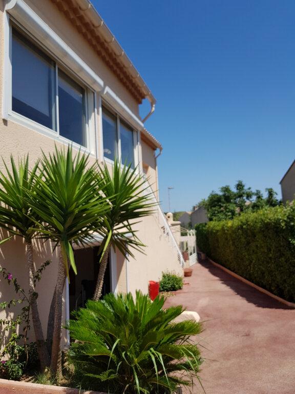 Maison à vendre 7 215m2 à Sanary-sur-Mer vignette-1