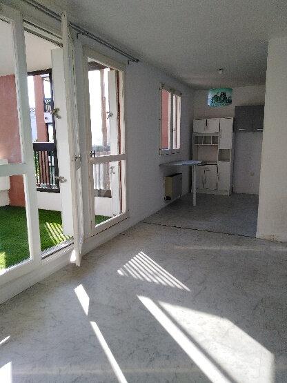 Appartement à louer 2 56m2 à La Seyne-sur-Mer vignette-2