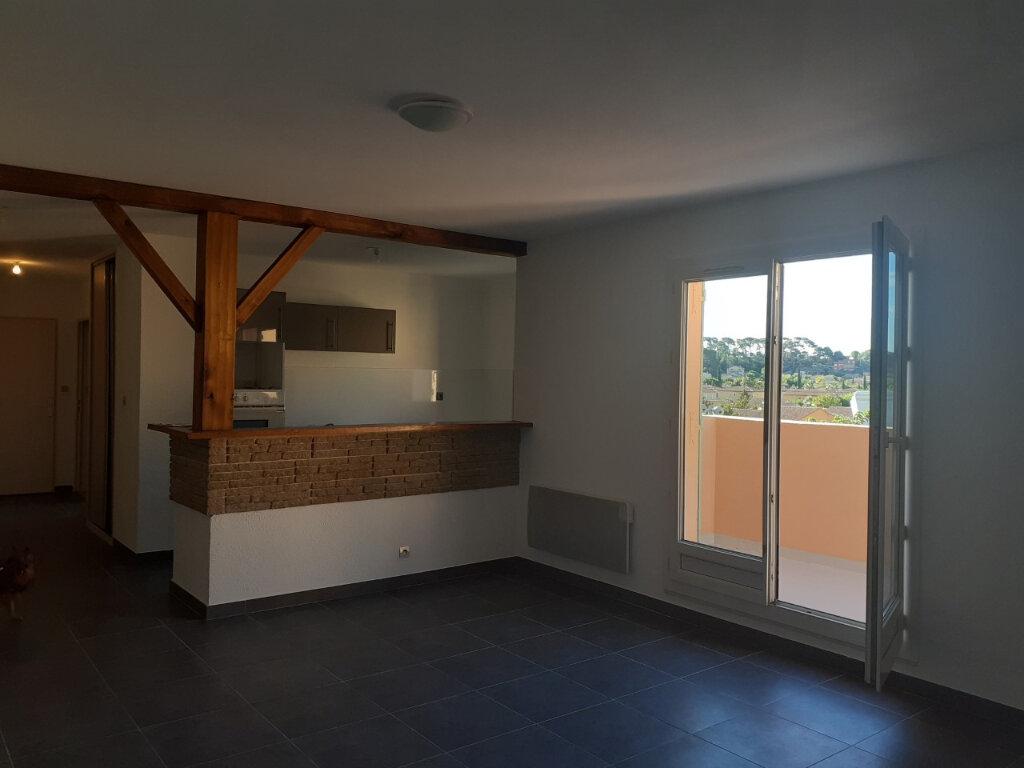 Appartement à louer 3 64.8m2 à Ollioules vignette-1