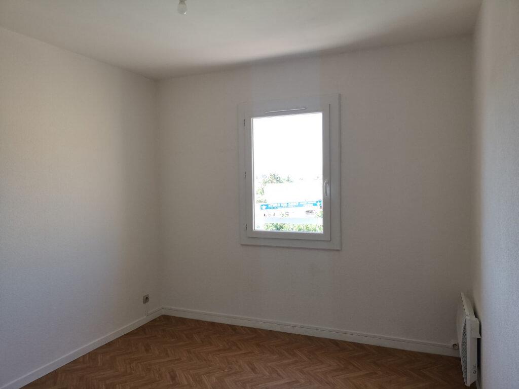 Appartement à louer 3 64.8m2 à Ollioules vignette-4