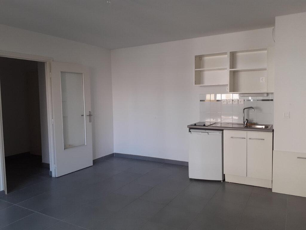 Appartement à louer 2 39.77m2 à La Seyne-sur-Mer vignette-1