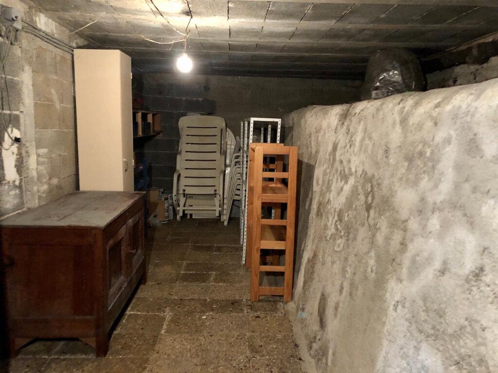 Maison à louer 5 105m2 à Badaroux vignette-9