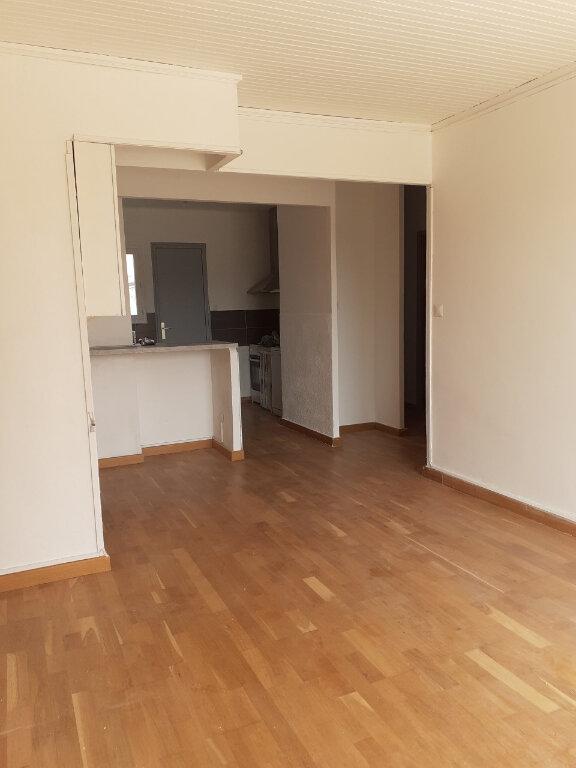 Appartement à louer 3 57m2 à Six-Fours-les-Plages vignette-2