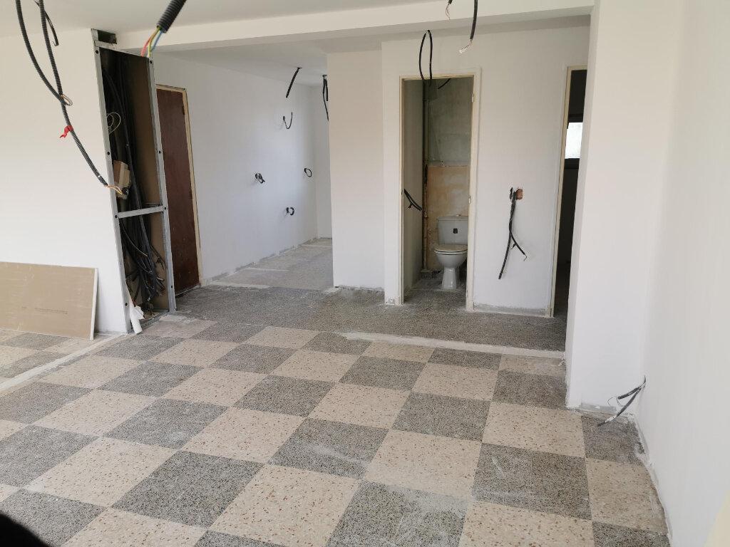 Appartement à vendre 4 71m2 à Six-Fours-les-Plages vignette-1