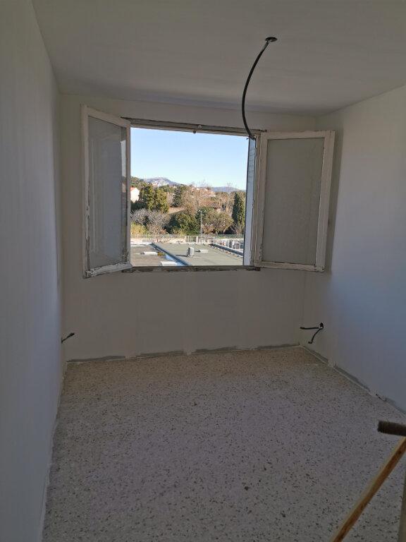 Appartement à vendre 4 71m2 à Six-Fours-les-Plages vignette-3