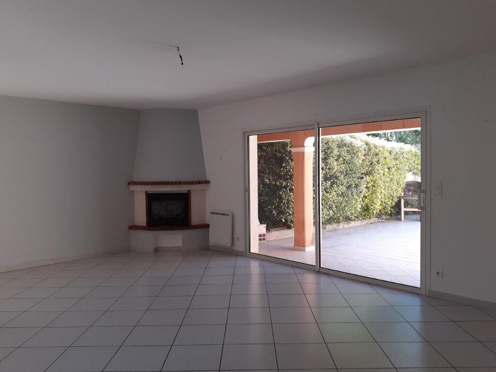 Maison à louer 4 110m2 à Sanary-sur-Mer vignette-4