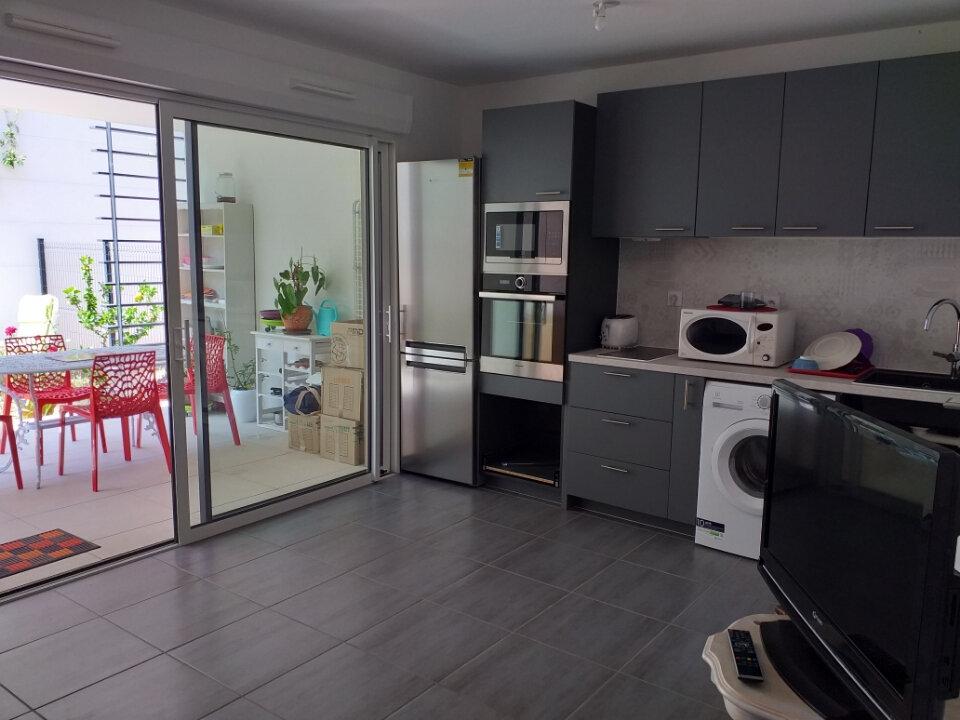 Appartement à vendre 1 25m2 à Saint-Cyr-sur-Mer vignette-1