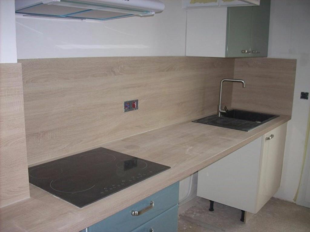Appartement à louer 4 66m2 à La Ciotat vignette-2