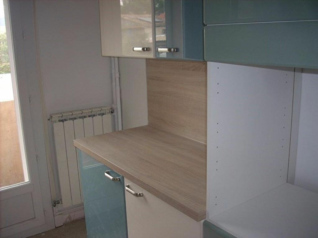 Appartement à louer 4 66m2 à La Ciotat vignette-4