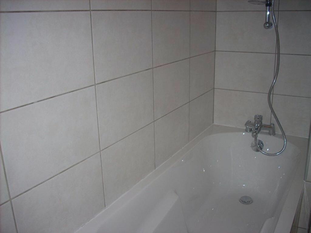 Appartement à louer 4 66m2 à La Ciotat vignette-7