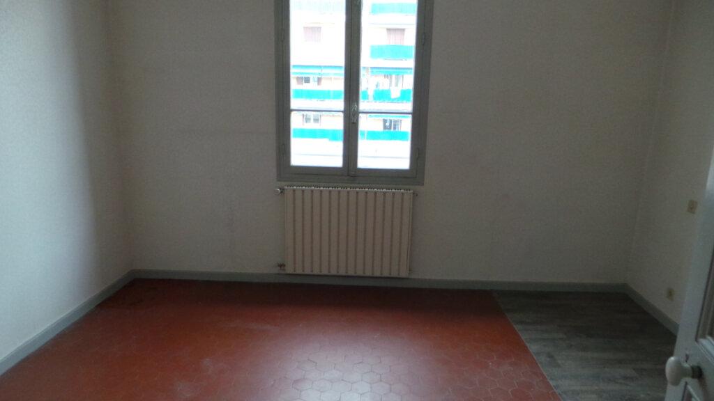 Appartement à louer 2 52.62m2 à Golfe Juan - Vallauris vignette-4