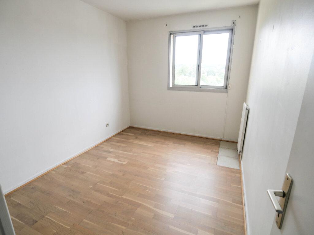Appartement à louer 3 61.9m2 à Antibes vignette-9