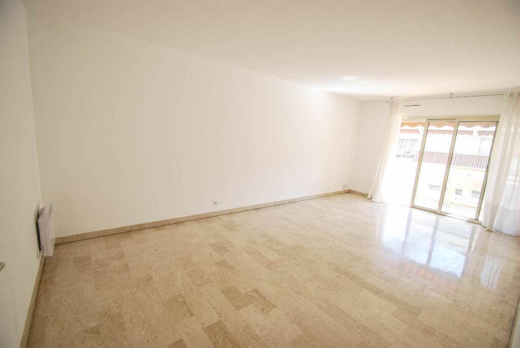 Appartement à louer 3 71.07m2 à Antibes vignette-1