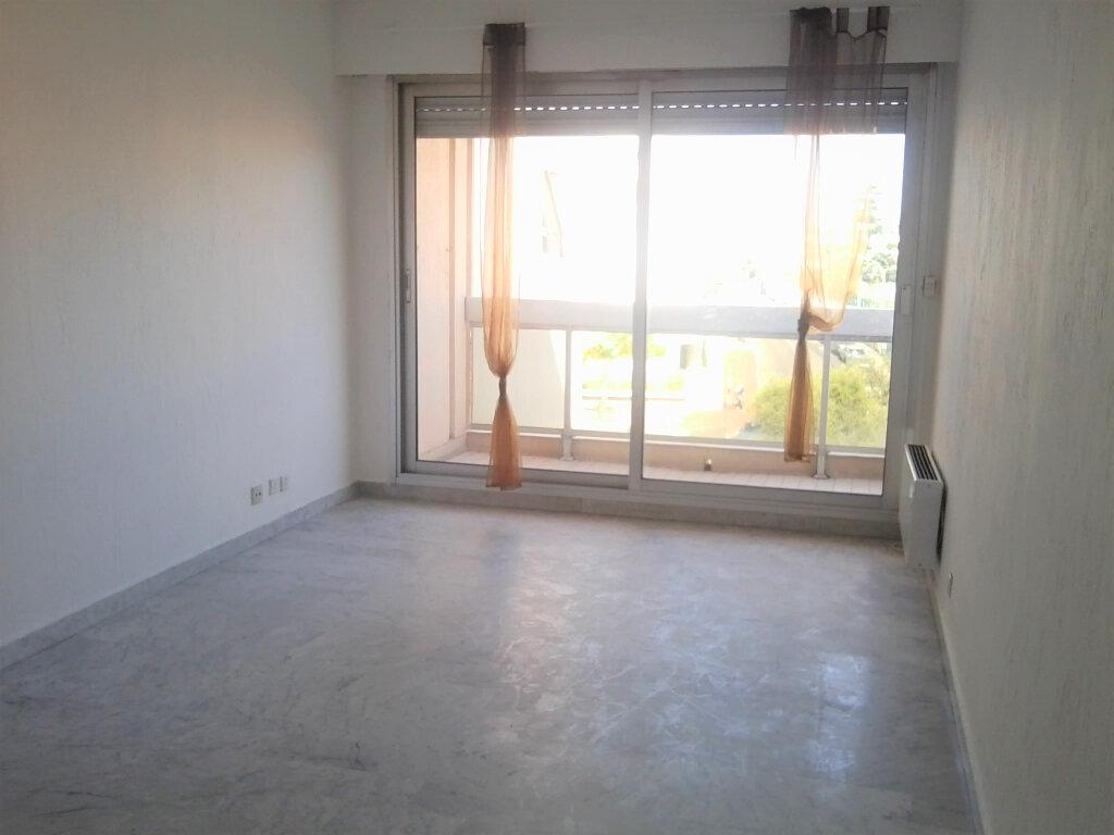 Appartement à louer 2 39m2 à Juan-les-Pins - Antibes vignette-2