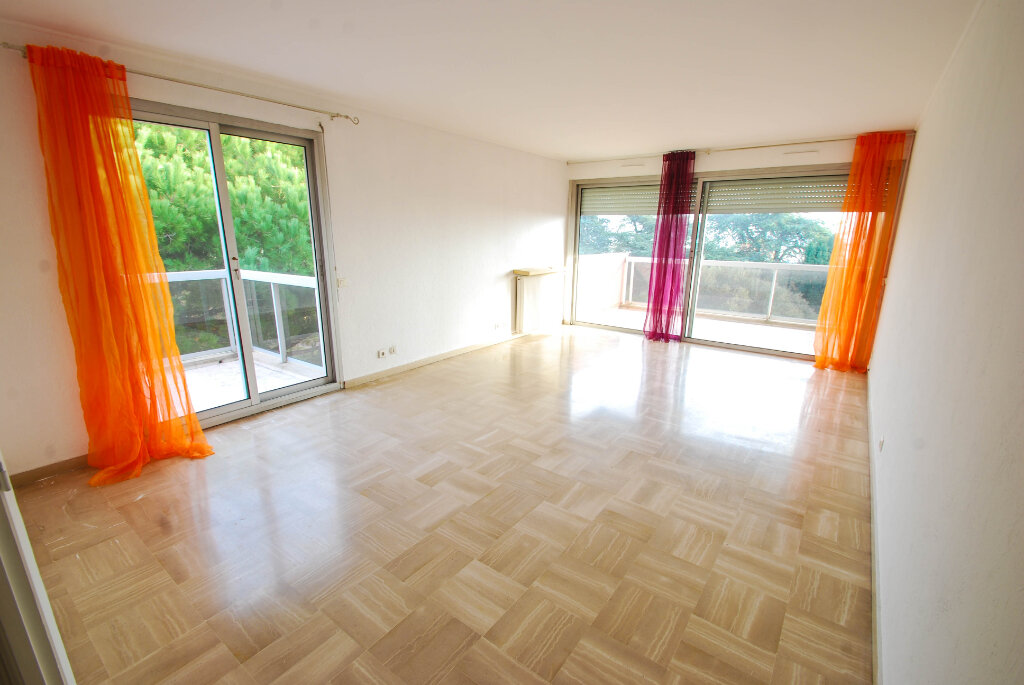 Appartement à louer 3 75.49m2 à Antibes vignette-3