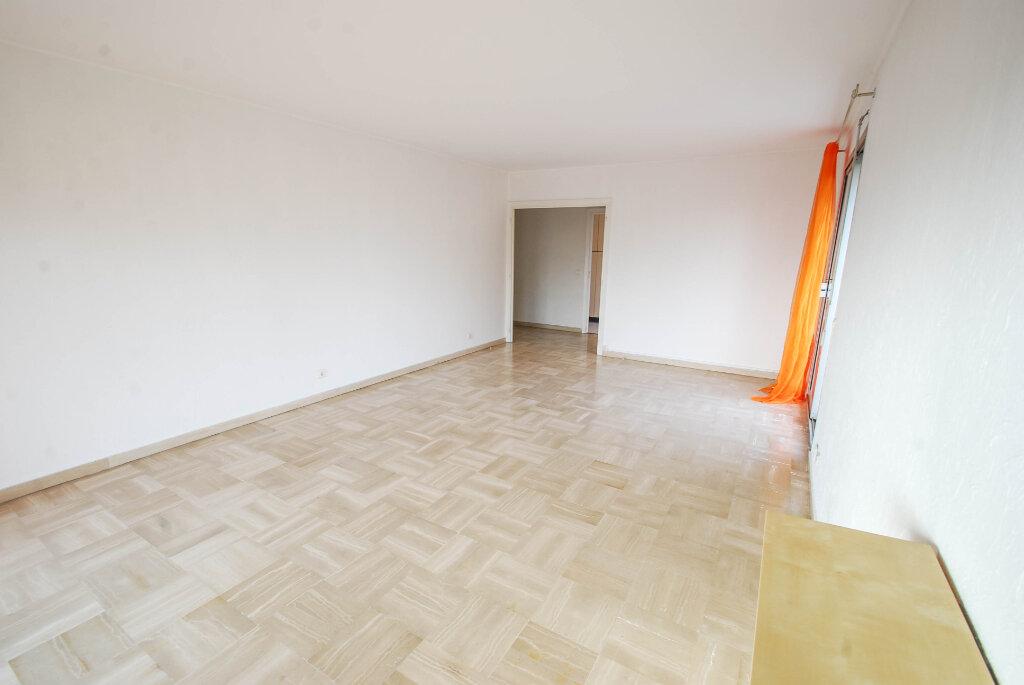 Appartement à louer 3 75.49m2 à Antibes vignette-4