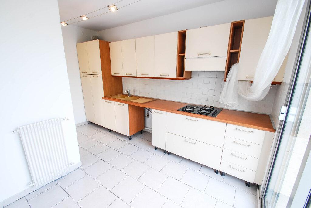 Appartement à louer 3 75.49m2 à Antibes vignette-7
