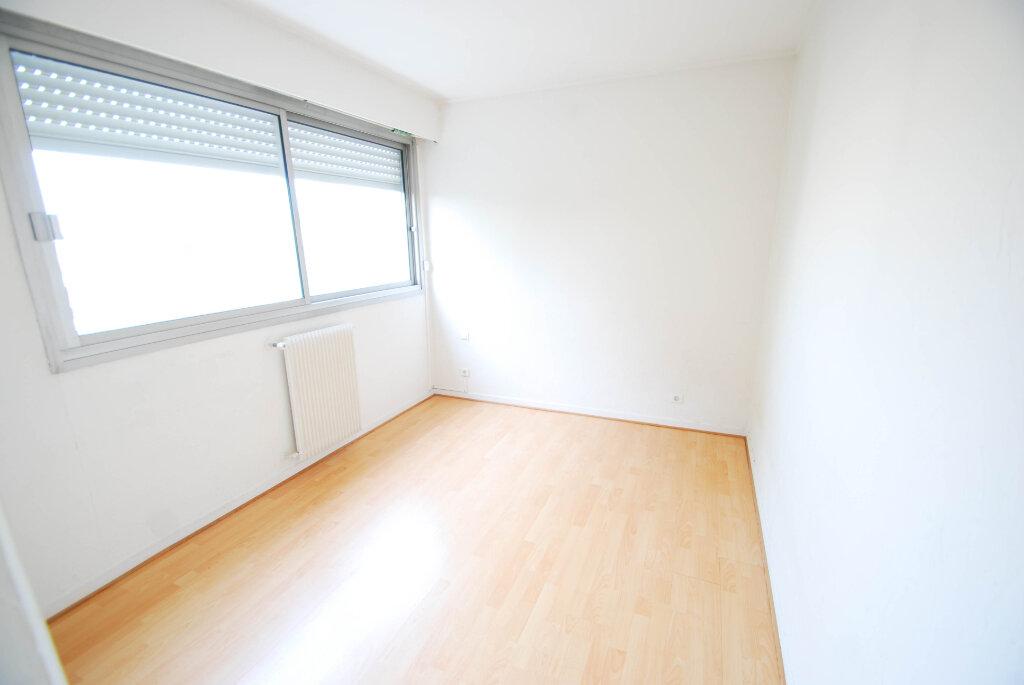 Appartement à louer 3 75.49m2 à Antibes vignette-12