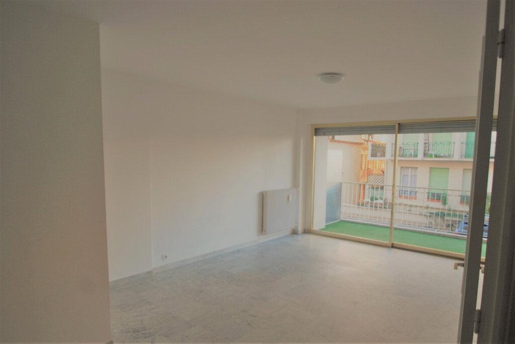 Appartement à louer 2 54.83m2 à Juan-les-Pins - Antibes vignette-1