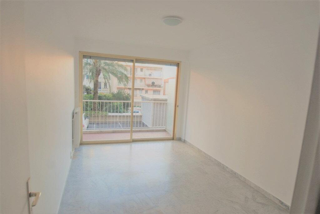 Appartement à louer 2 54.83m2 à Juan-les-Pins - Antibes vignette-3