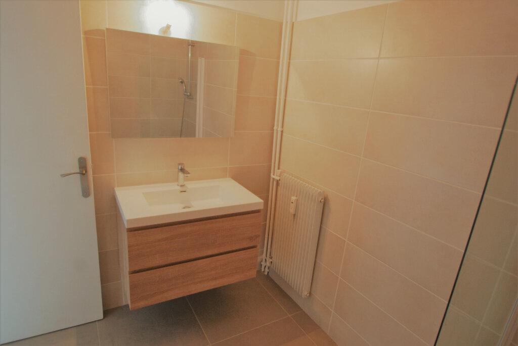 Appartement à louer 2 54.83m2 à Juan-les-Pins - Antibes vignette-5