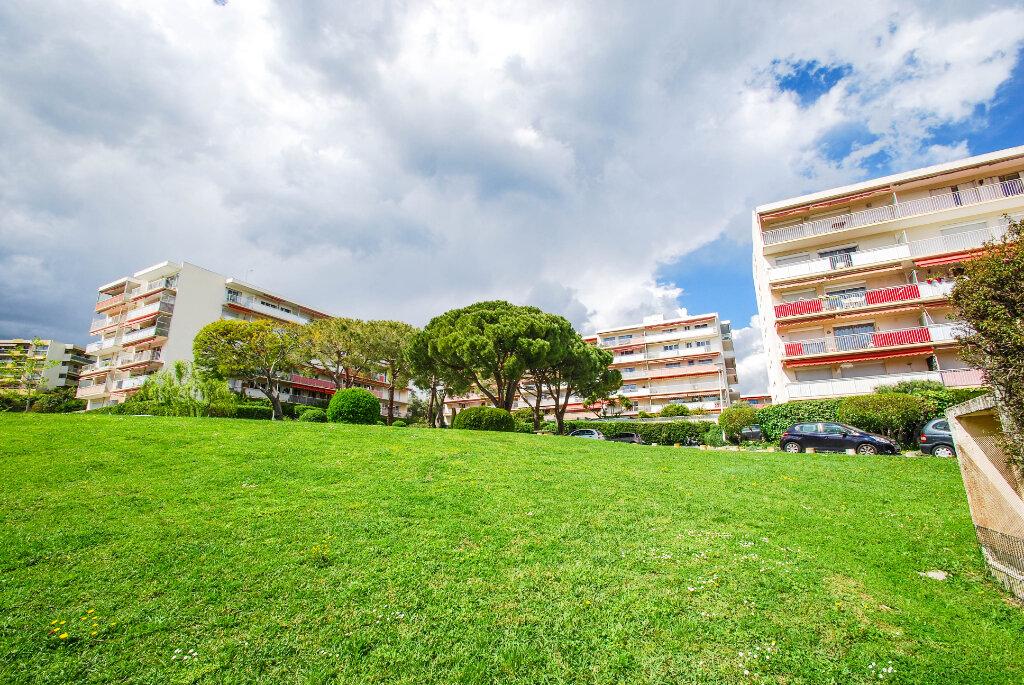 Appartement à vendre 2 66.85m2 à Antibes vignette-1