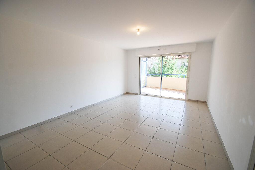 Appartement à louer 2 47.48m2 à Antibes vignette-2