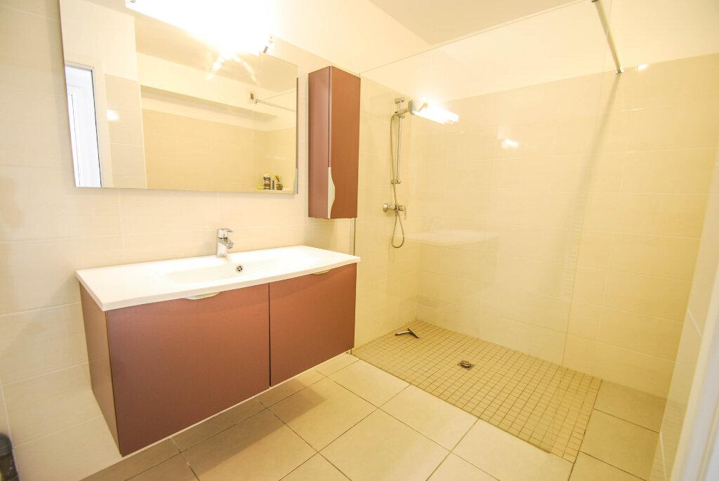 Appartement à louer 2 47.48m2 à Antibes vignette-5