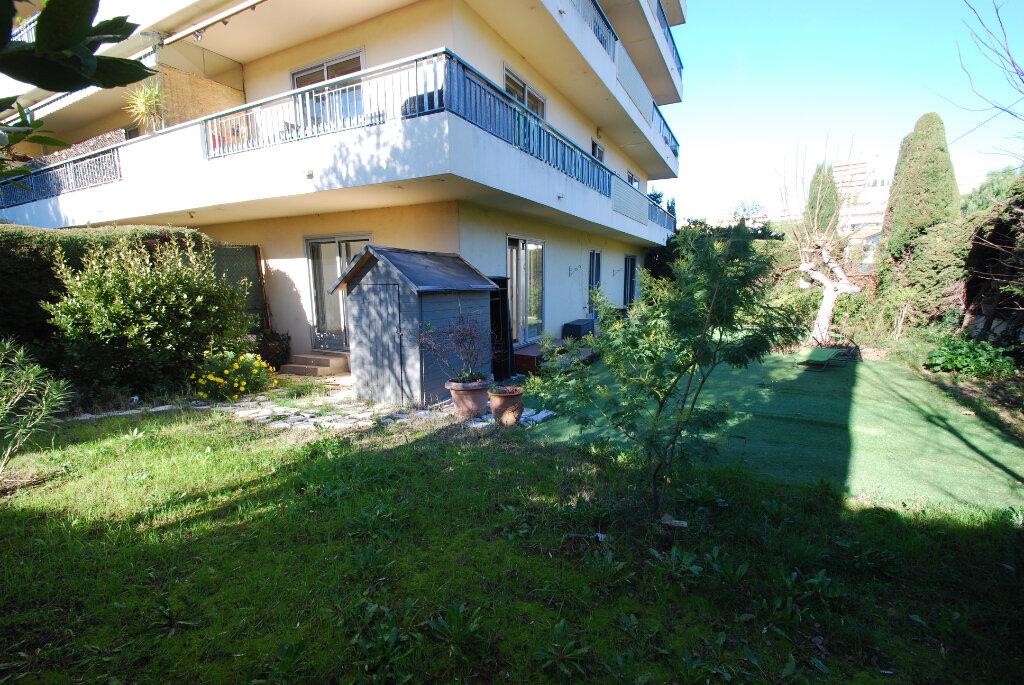 Appartement à louer 3 79.78m2 à Antibes vignette-2