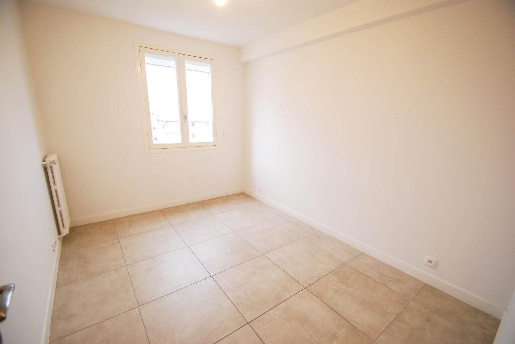 Appartement à louer 3 57m2 à Antibes vignette-6