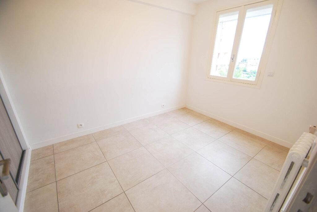Appartement à louer 3 57m2 à Antibes vignette-7