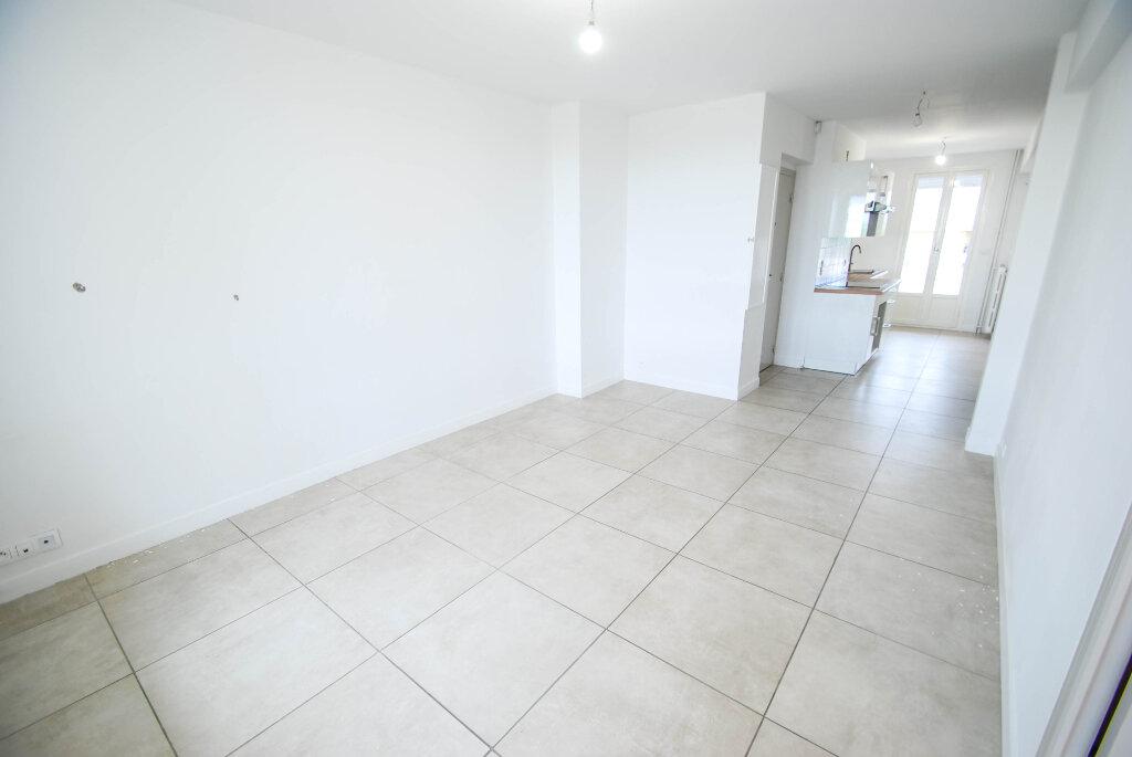 Appartement à louer 3 57m2 à Antibes vignette-8