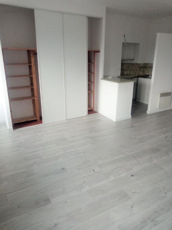 Appartement à louer 1 35.96m2 à Biot vignette-2