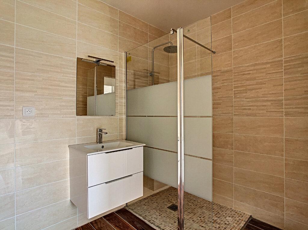 Appartement à louer 3 69.23m2 à Antibes vignette-3