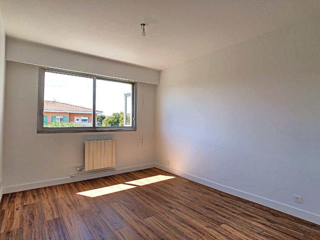 Appartement à louer 3 69.23m2 à Antibes vignette-4