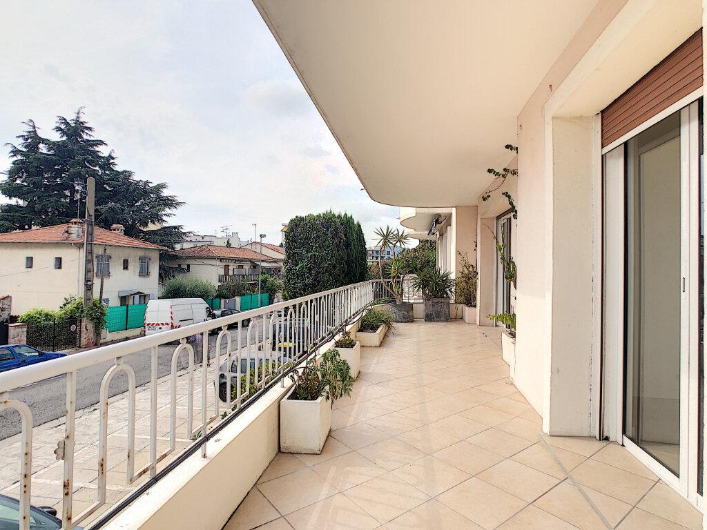 Appartement à vendre 4 107.73m2 à Antibes vignette-1